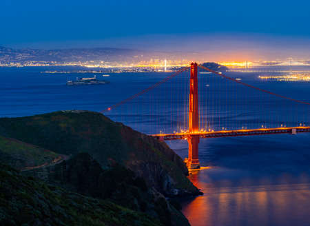Panorama Sunset Golden Gate bridge Viewpoint with beautiful cityscape San Francisco skylines skyscraper building North California USA, United States Landmark Travel Destination and cityscape concept. Banque d'images
