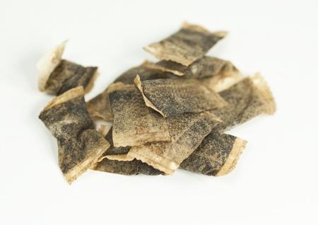 snuff: Las bolsas de tabaco sobre un fondo blanco