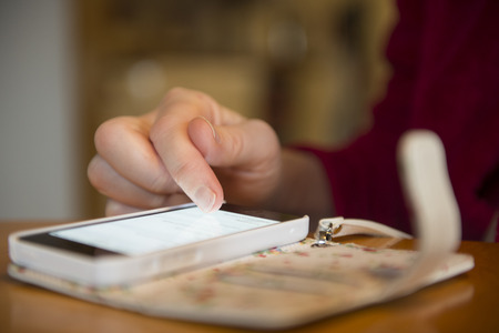 Closeup of woman texting on smartphone Imagens