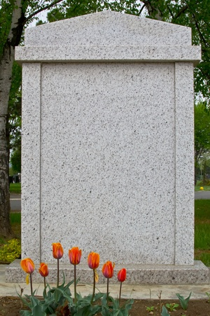 Blank gravestone, ready for an inscription 版權商用圖片 - 13181623