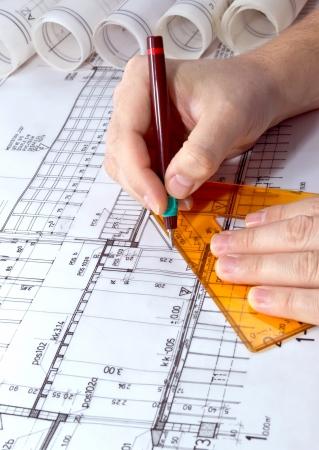 図面のロールと計画の青写真プロジェクトの建築家します。
