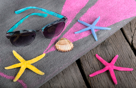summer background towel and shells on the beach 스톡 콘텐츠