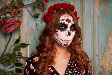 Día de fiesta muerta. Víspera de Todos los Santos. Personas disfrazadas Foto de archivo