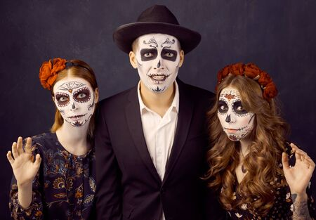 Day of dead holiday. Halloween. People in costume 版權商用圖片 - 131854288