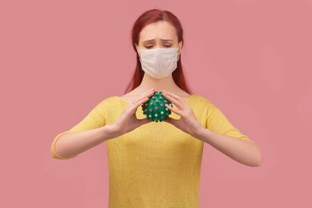 Woman wears mask against virus, frowns thinks Standard-Bild