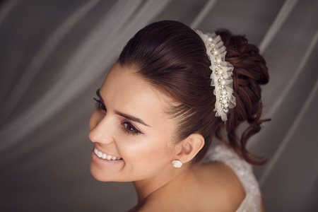 nude bride: Beauty portrait of young bride. Perfect makeup and hairstyle.
