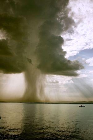 begining: l'inizio del tornado sul lago