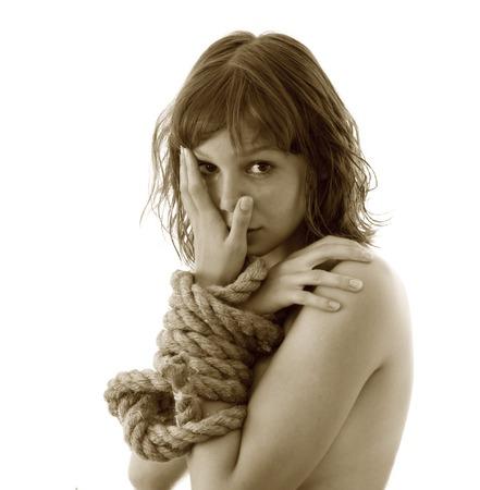 imbalance: beaty meisje met aangesloten handen door string op het witte Stockfoto