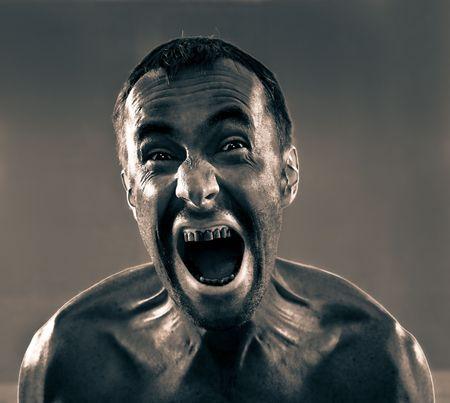 hombre sucio: gritando la foto de hombre sucio