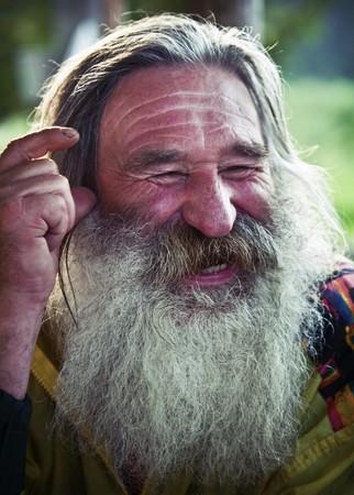 lachendes gesicht: Portrait von lachend Alter Mann mit grauen Bart Lizenzfreie Bilder