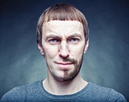brute: mezzo stadio rasatura del viso. photo concept