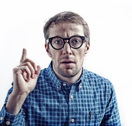 cientificos: cient�fico loco, manchado dedo apuntando con el signo de la atenci�n Foto de archivo