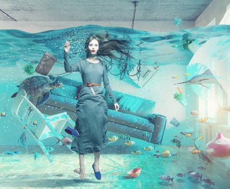 ein Unterwasser-Ansicht in der Überschwemmung Interieur und junge Frau. 3D-Konzept