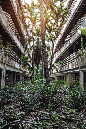 2004 년 쓰나미 이후 건물 호텔. 푸켓. 태국