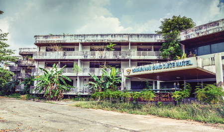 Abandoned hotel  after the 2004 tsunami. Thailand. Phuket Banco de Imagens
