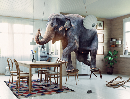 Frightened elephant runs from mouse to table. Photo and media mixed creative illustration 版權商用圖片 - 109772370