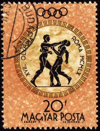 deportes olimpicos: Hungr�a - CIRCA 1960: Un sello de correos impreso en Hungr�a muestra los juegos de boxeo, devotos Ol�mpicos de Roma, la serie, alrededor de 1960
