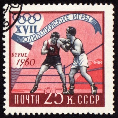 superiority: -ALREDEDOR de 1960: Una puesto estampilla Sovi�tica Impresa en boxeo, USSR espect�culos dedicados los Juegos Ol�mpicos de Roma, serie, alrededor de 1960