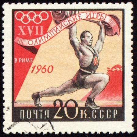 deportes olimpicos: -ALREDEDOR de 1960: Una puesto estampilla Sovi�tica Impresa en USSR muestra peso kifter, dedicada a los Juegos Ol�mpicos de Roma, serie, alrededor de 1960