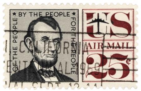 president???s: USA - CIRCA 1959 Un timbro stampato negli Stati Uniti mostra il presidente degli Stati Uniti Abraham Lincoln 1809-1865, circa 1959