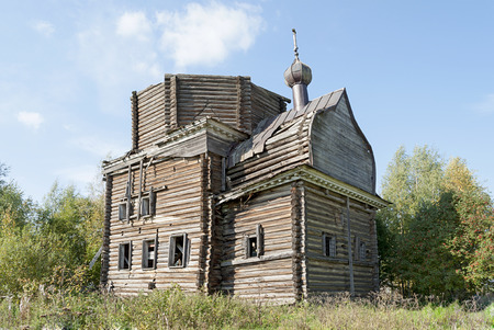 Tumbledown wooden St. Nicholas Church in the village Trofimovskaya Arkhangelsk region, Russia Stock Photo