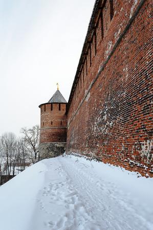 kreml: Wall and tower of Nizhny Novgorod Kremlin in winter time. Russia Stock Photo