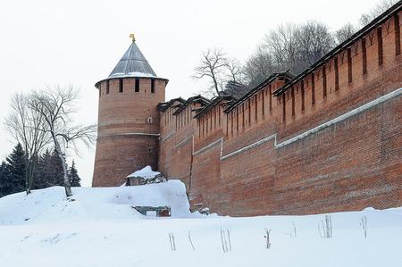 kreml: Restored wall and tower of Nizhny Novgorod Kremlin, winter time. Russia