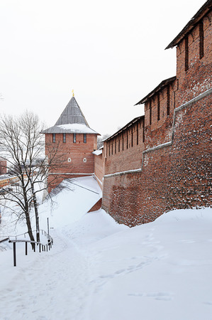 kreml: Nizhny Novgorod Kremlin wall and Zachatskaya tower in winter time. Russia