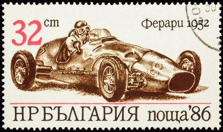 "poststempel: Moskau, Russland - 28. Januar 2016: Ein Stempel in Bulgarien gedruckt zeigt alte Rennwagen Ferrari (1952), Serie ""Racing Cars"", circa 1986"
