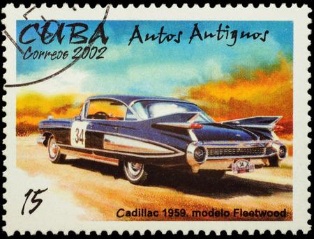 "auto old: Moscú, Rusia - FEBRERO 08, 2016: Un sello impreso en Cuba muestra coche viejo Cadillac Fleetwood (1959), de la serie ""Classic Cars"", alrededor de 2002 Editorial"