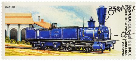 """poststempel: MOSKAU, RUSSLAND - 26. Januar 2017: Eine Briefmarke gedruckt in Guinea, zeigt alte Dampflokomotive Genf Swiss Central Railway (1858), Serie """"Rail Transport"""", circa 1996"""