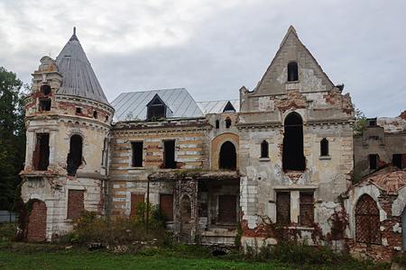 Ruins of manor Khrapovitsky in Muromtsevo, Vladimir region, Russia Stock Photo