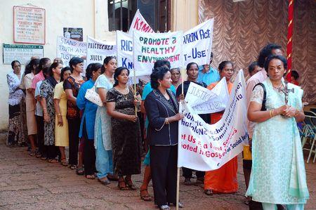 conflictos sociales: Demostraci�n de la mujer para los derechos civiles y el medio ambiente sano en la ciudad vieja en el estado de GoaIndia sobre el 26 de noviembre de noviembre de 2007