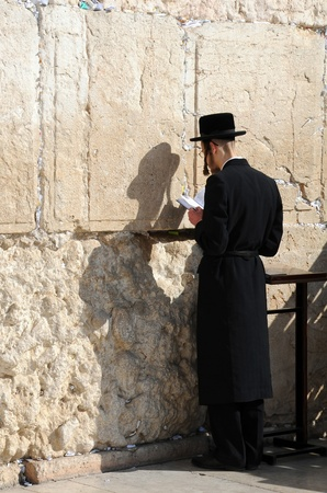 JERUSALEM, ISRAEL - NOVEMBER 10: Orthodox Jewish worshiper is praying at the Wailing Wall November 10, 2010 in Jerusalem, Israel  Stock Photo - 8505406