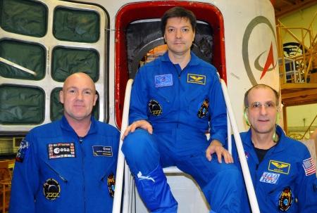 increment: BAIKONUR, KAZAKHSTAN � DECEMBER 16: Increment 31 crew (L-R: Andre Kuipers, Oleg Kononenko, Don Pettit) pose for pictures in front of their Soyuz TMA-03 spacecraft December 16, 2011 at Baikonur Cosmodrome, Kazakhstan