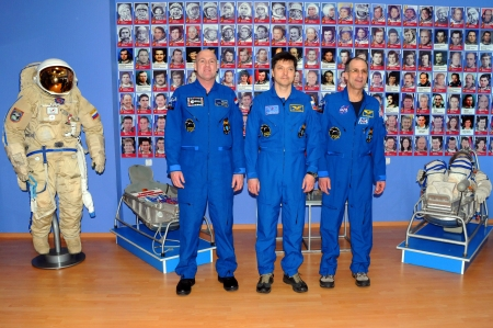 increment: BAIKONUR, KAZAKHSTAN � DECEMBER 16: Increment 31 crew (L-R: Andre Kuipers, Oleg Kononenko, Don Pettit) pose for pictures at the Korolev Museum December 16, 2011 at Baikonur Cosmodrome, Kazakhstan