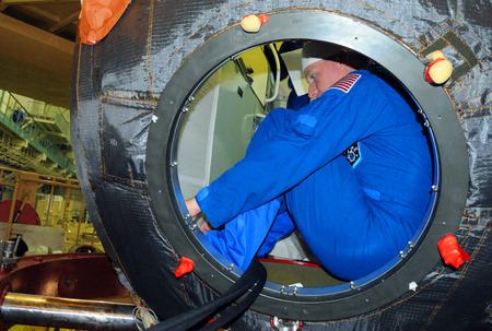 soyuz: BAIKONUR, KAZAKHSTAN - NOVEMBER 12, 2014: ISS Expedition 42-43 NASA flight engineer Terry Virts in the hatchway of the Russian Soyuz TMA-15M spacecraft during fit check at Baikonur Cosmodrome