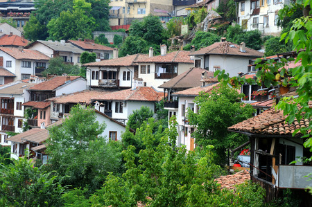 tarnovo: VELIKO TARNOVO, BULGARIA - JULY 16, 2014: View of the houses on the slope