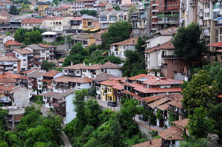 tarnovo: VELIKO TARNOVO, BULGARIA - JUNE 26, 2016: Houses on one of the hills of the town