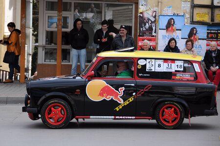 VELIKO TARNOVO, Bulgarien - 16. MÄRZ 2019: Vintage Trabant Minicar während der Trabant Fest Parade in der Stadt Editorial