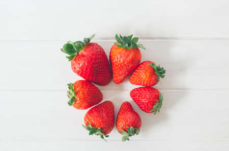 Top view of fresh strawberries on a white rustic wooden table, as organic and healthy food Foto de archivo