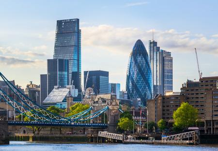 Prachtig Londen stadsbeeld met de Tower Bridge gedurende de dag