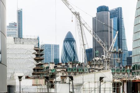 financiële district van Londen, omgeven door bouwplaatsen