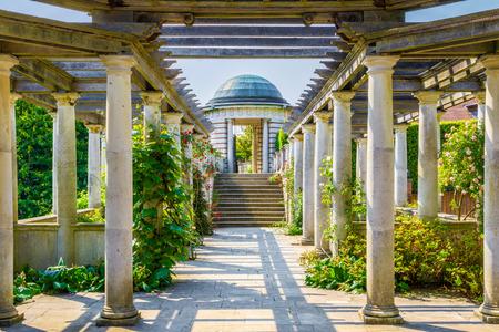 London, UK - 9 juni 2016 - Hampstead Pergola en Hill Garden in Londen, Engeland