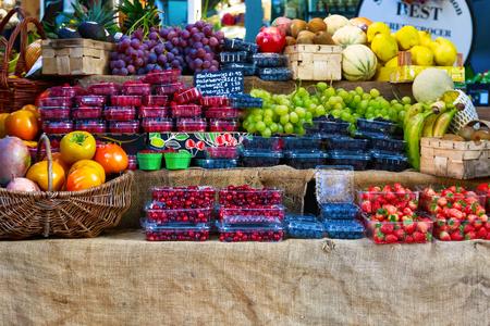 Verse vruchten te zien op Borough Market, Londen