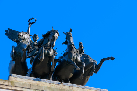 quadriga: Wellington Arch located to the south of Hyde Park in London, UK