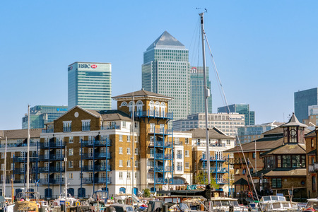 London, UK - April 8, 2017 - Canary Wharf seen from Limehouse Basin 에디토리얼
