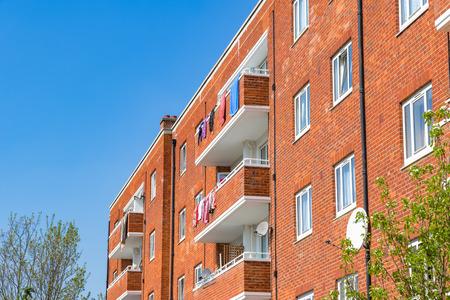 Bloque de viviendas del consejo en East London Foto de archivo - 84930869