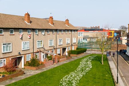 Voorplein van een raadshuisvesting in het Verenigd Koninkrijk Stockfoto