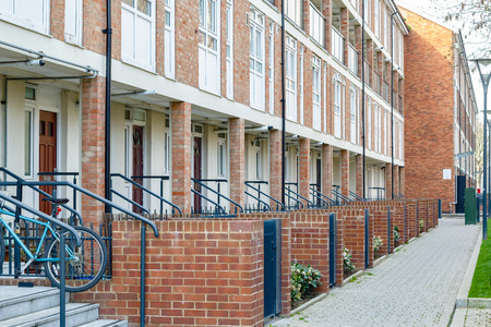 Row of council housing flats in East London Banque d'images